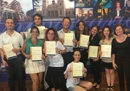grupo del equipo del MARQ con su diploma en Lengua de Signos