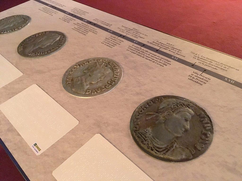 Linea del tiempo con maquetas 3d de monedas romanas